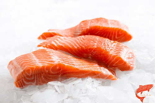 Farmed salmon contain fewer pollutants than those in the wild